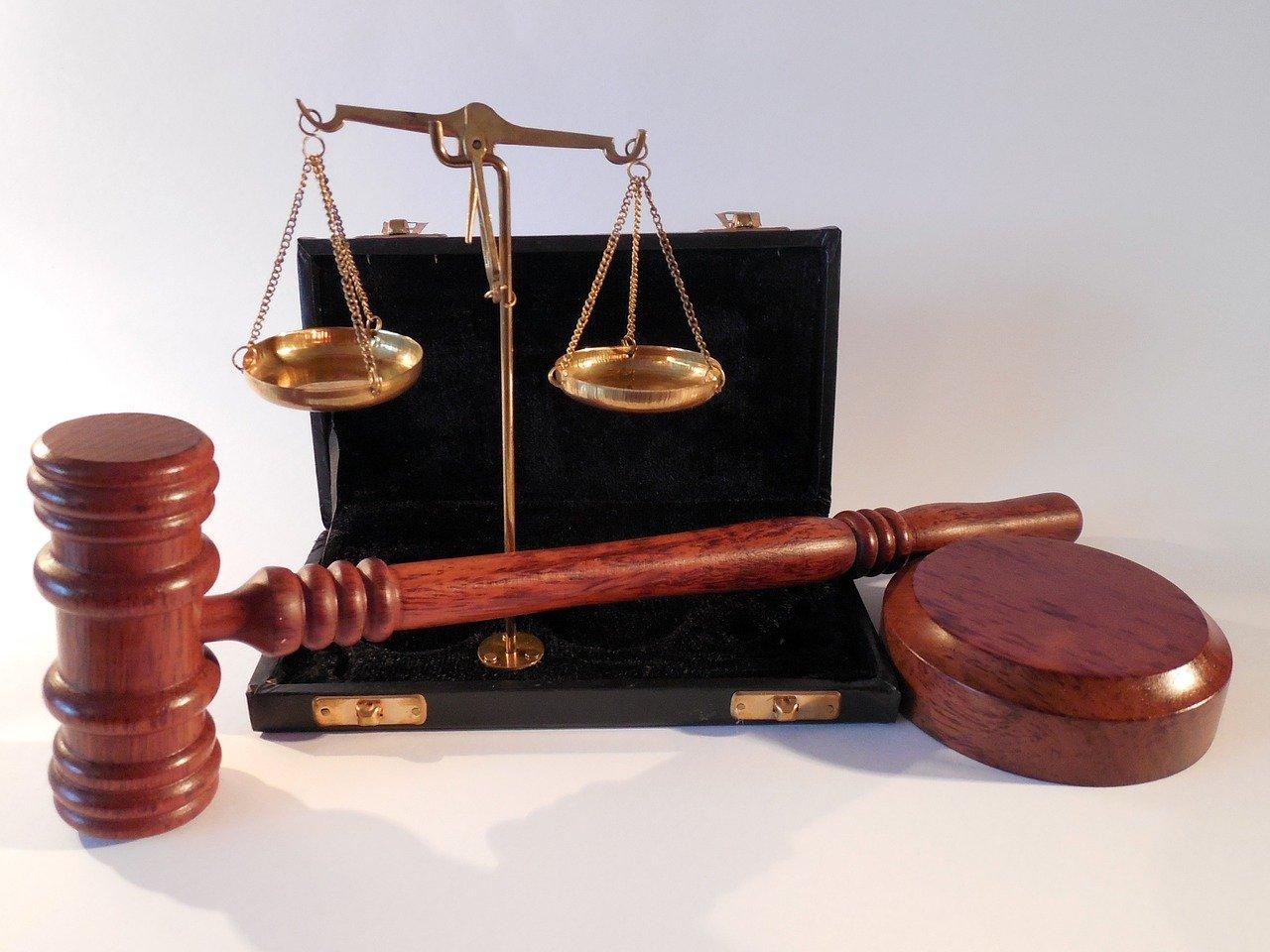 Martillo, Horizontales, Tribunal